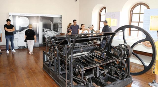 Tarihe tanıklık eden matbaa makinesi orijinal haliyle sergileniyor