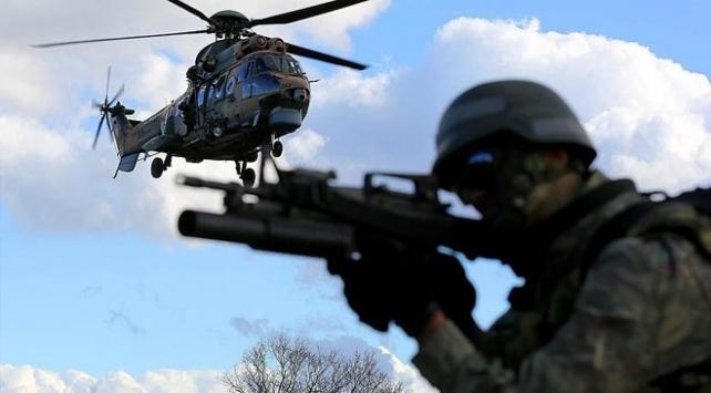 Hakkaride silahlı 2 terörist etkisiz hale getirildi