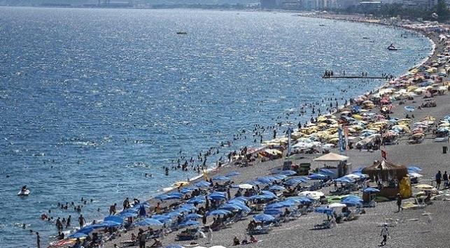 Antalyaya yıl sonuna kadar 14 milyon yabancı turist bekleniyor