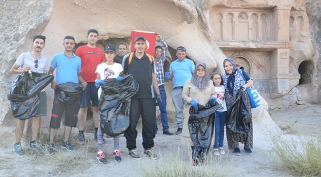 Nevşehirde mahalle sakinleri turistik alanda çevre temizliği yaptı