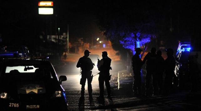 Meksikada pusuya düşürülen 4 polis öldü