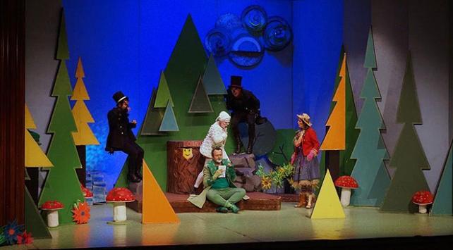 """""""Tır Tiyatrosu"""" projesiyle tiyatro oyunları köylerde sahnelenecek"""