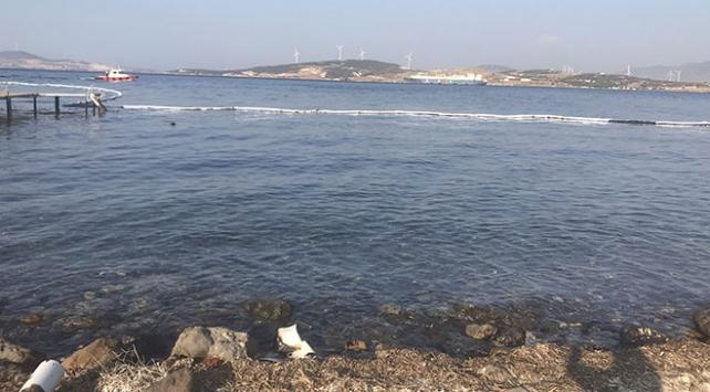Foçada denize sızan akaryakıtın kaynağı henüz belirlenemedi