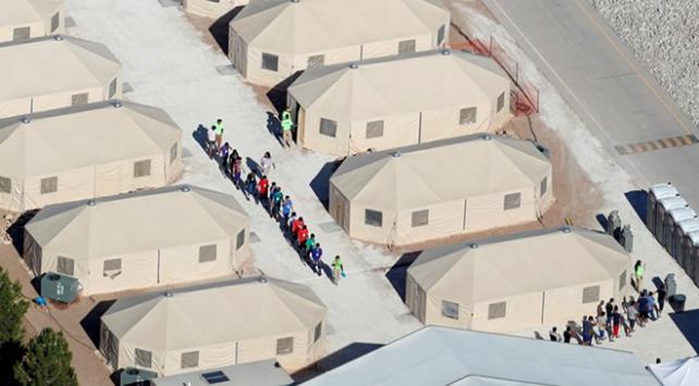 Trump göçmen çocukları gözaltında tutmakta kararlı
