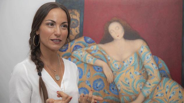 Geleneksel Türk çini sanatını çağdaş resimle harmanlıyor