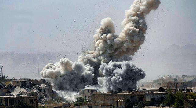 İdlibde hastaneye varil bombalı saldırı