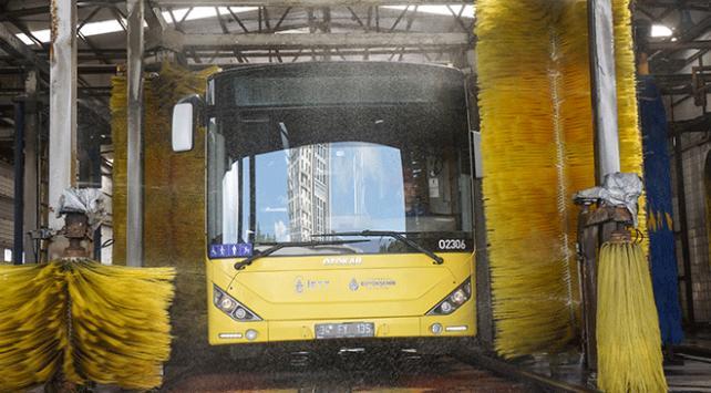 İstanbulun otobüsleri düzenli olarak temizleniyor