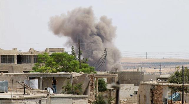 Suriyenin İdlib ve Hama illerine hava saldırıları sürüyor