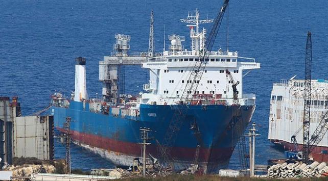 İzmir Foçada denizi kirleten gemiye giriş ve çıkışlar yasaklandı