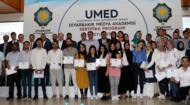 Diyarbakırda Medya Okulu mezunları sertifikalarını aldı