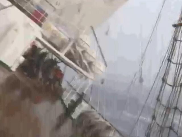 Gemi kaptanı korkulu anlar yaşayan yolcuları sosyal medyada paylaştı