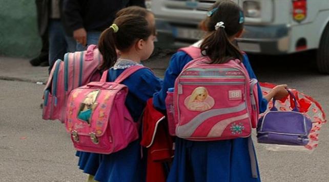 Çocuklar için okul çantası uyarısı