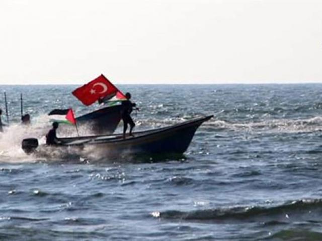 Filistinliler Akdenizde Türk bayrağını dalgalandırdı