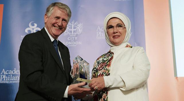 """Emine Erdoğana Londrada """"İnsani Hizmet Takdir Ödülü"""" verildi"""