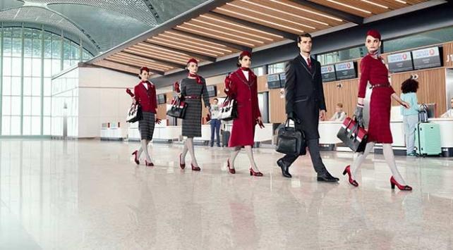 Türk Hava Yolları yeni kıyafetlerini tanıttı