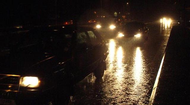 İstanbulda yağmur ve fırtına etkili oldu