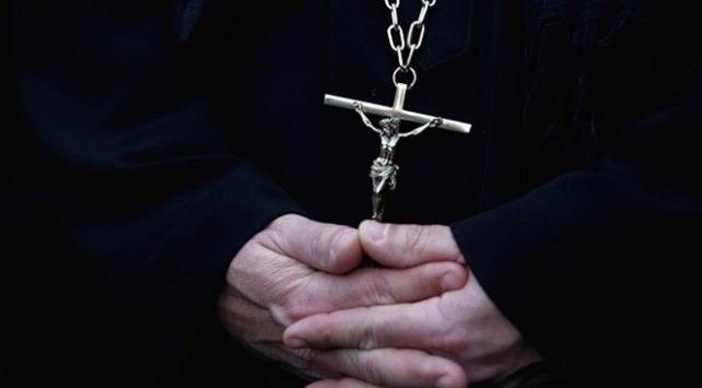 Alman Katolik kiliselerinde istismar skandalı