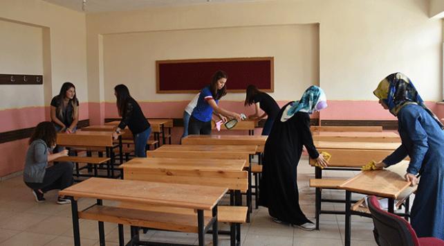 Fedakar köy öğretmenleri okulları yeni döneme hazırladı