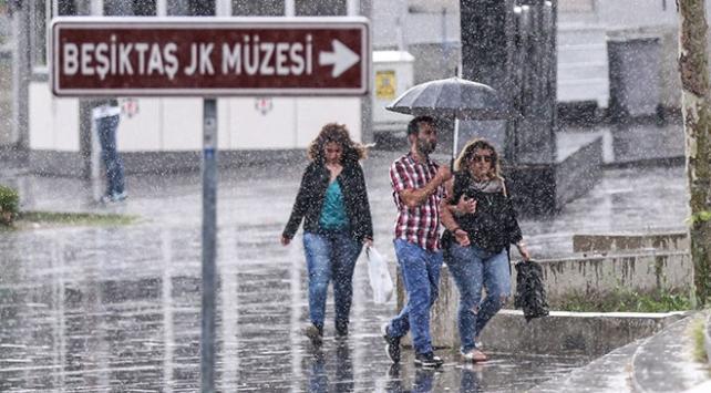 İstanbulun birçok ilçesinde sağanak etkili oldu