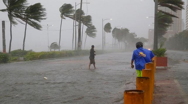 Filipinleri süper tayfun Mangkhut vurdu