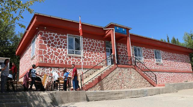 Gönüllü gençler okulun çehresini değiştirdi