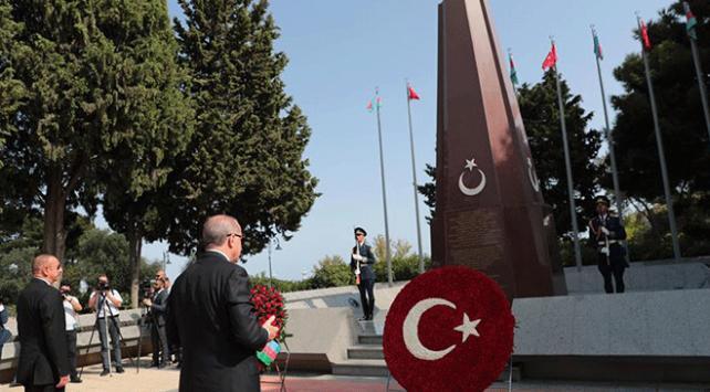 Cumhurbaşkanı Erdoğandan Azerbaycanda şehitlik ziyareti