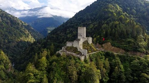 Eşsiz manzarası ve tarihiyle Rizenin görkemli kalesi: Zilkale