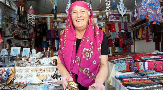 Tarihi evlerin gölgesinde kadınların kurduğu yöresel pazar