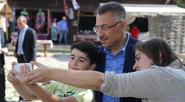 Cumhurbaşkanı Yardımcısı Oktay, Altınköy Açık Hava Müzesini ziyaret etti