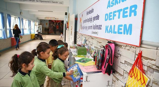 Okullarda askıda defter kalem kampanyası