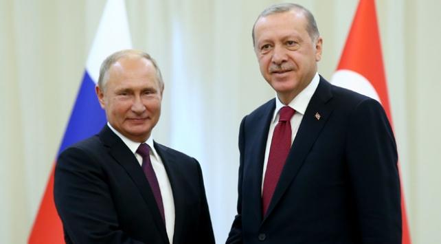 """Cumhurbaşkanı Erdoğan ile Putinin """"Suriye trafiği"""" sürüyor"""