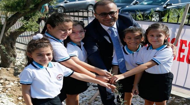 İzmirde yeni eğitim öğretim yılı zeytin fidanı dikimiyle başladı