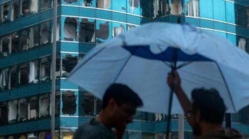 Hong Kongdaki cam gökdelen Mangkhut Tayfunundan nasibini aldı