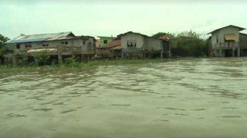 Filipinlerde tropik fırtına nedeniyle hayat felç oldu