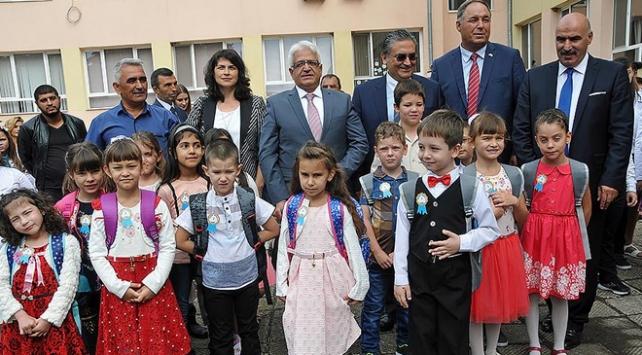 TİKA Bulgaristanda öğrencilere hediyeler dağıttı