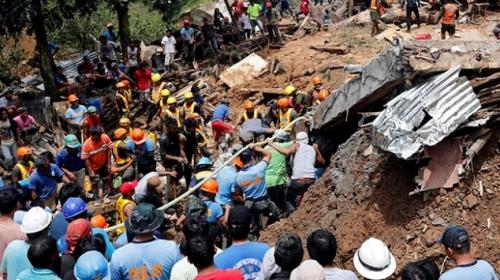 """""""Süper"""" tayfun Filipinleri yıktı geçti: 74 ölü"""