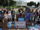 Beyaz Saray önünde Trump'ın mülteci azaltma kararına tepki