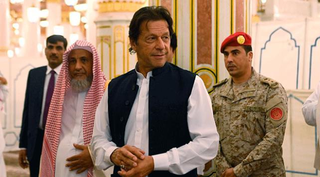 Pakistan Başbakanı ilk yurtdışı ziyaretini Suudi Arabistan'a gerçekleştirdi