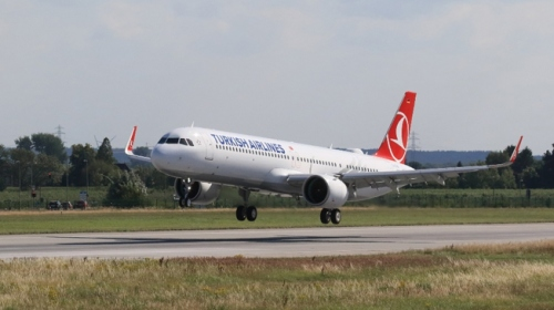 İlk THY uçağı İstanbul Yeni Havalimanına indi