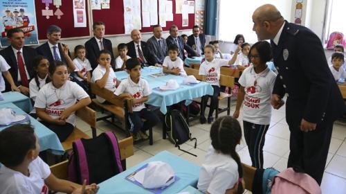Bakanlar, TRT Genel Müdürü ve öğrenciler trafik dersinde buluştu