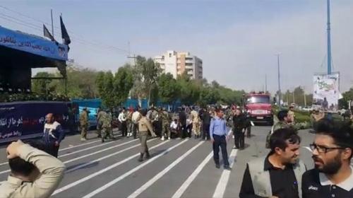 İranda askeri geçiş töreninde terör saldırısı