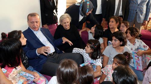 Cumhurbaşkanı Erdoğan, Kasımpaşa Çocuk Evleri Sitesini ziyaret etti