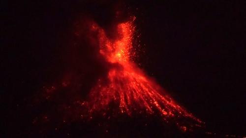 Endonezyadaki Anak Krakatau volkanı faaliyete geçti