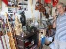 10 yıldır topladığı eski eşyaları evinin garajında sergiliyor