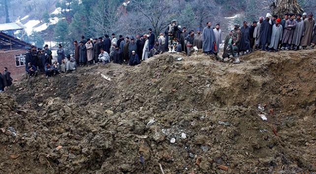 Hindistanda toprak kayması: 5 kişi hayatını kaybetti