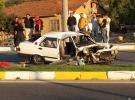 Denizli'de otomobil aydınlatma direğine çarptı: 1 ölü, 4 yaralı