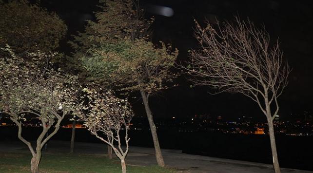 İstanbulda şiddetli rüzgar etkisini artırdı