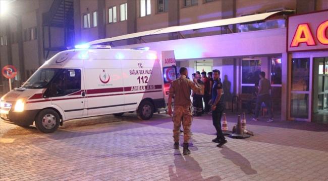 Siirtte askeri araç devrildi: 3 asker yaralı