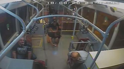 Otobüsteki yolcu maganda kurşunuyla yaralandı