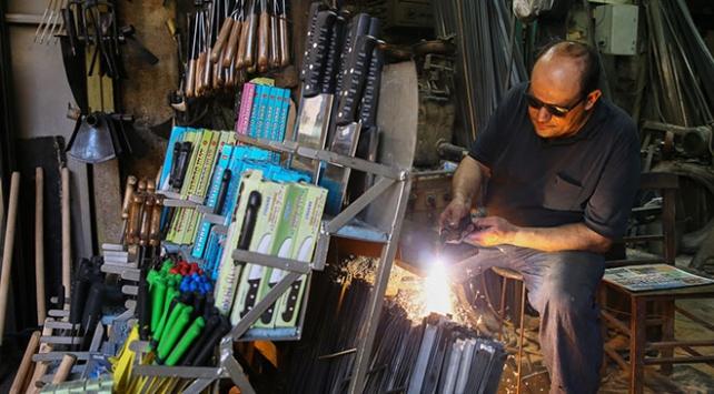 Kemeraltının demirci kardeşleri tasarımlarını internetten satıyor